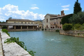 Bagno Vignoni, the bath amongst thevines…